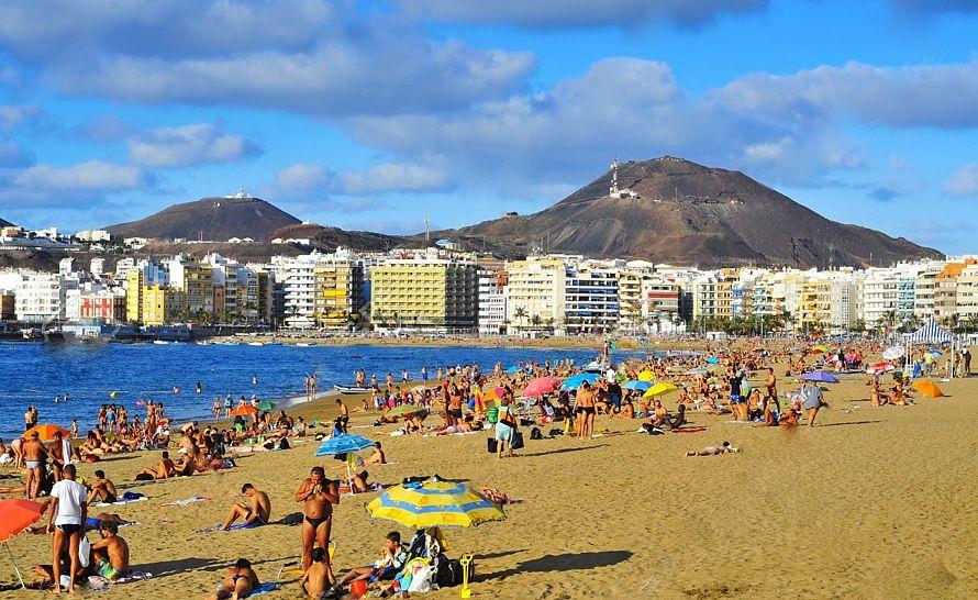 Pláž v hlavnom meste Las Palmas. (Foto: archív)