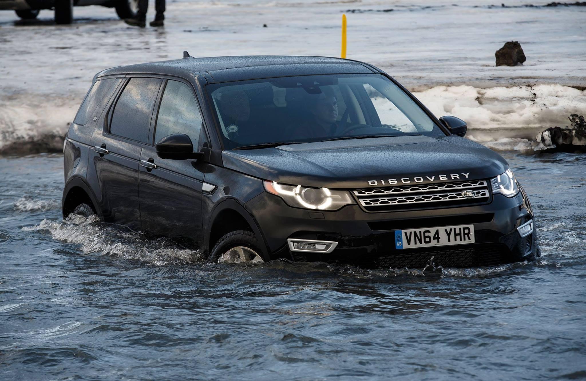 Vozidlo dokáže prekonať aj vodný brod hlboký 600 mm. (Foto: archív)
