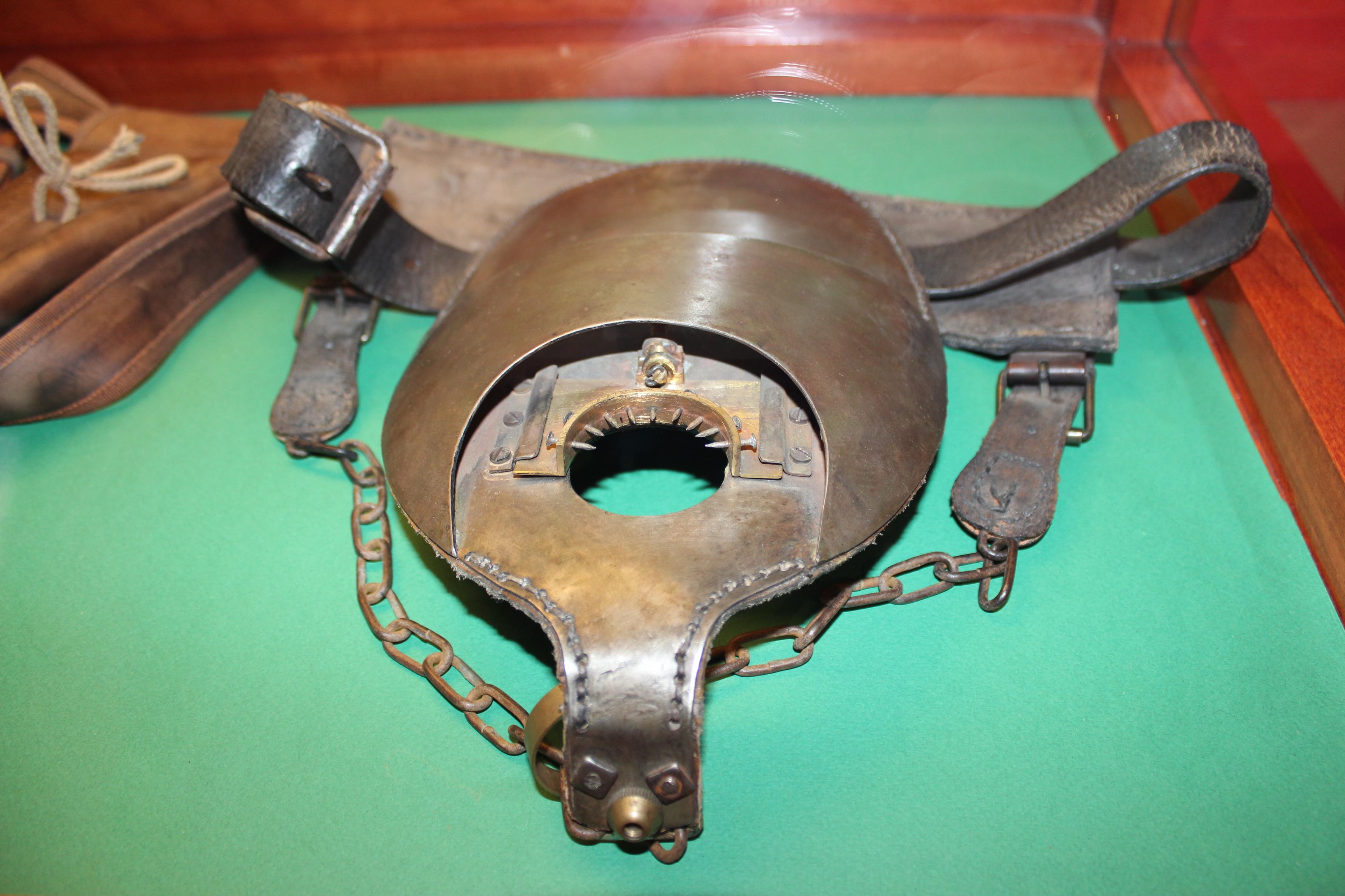 Čo myslíte, je tento pás cudnosti určený pre pánov, alebo pre dámy?