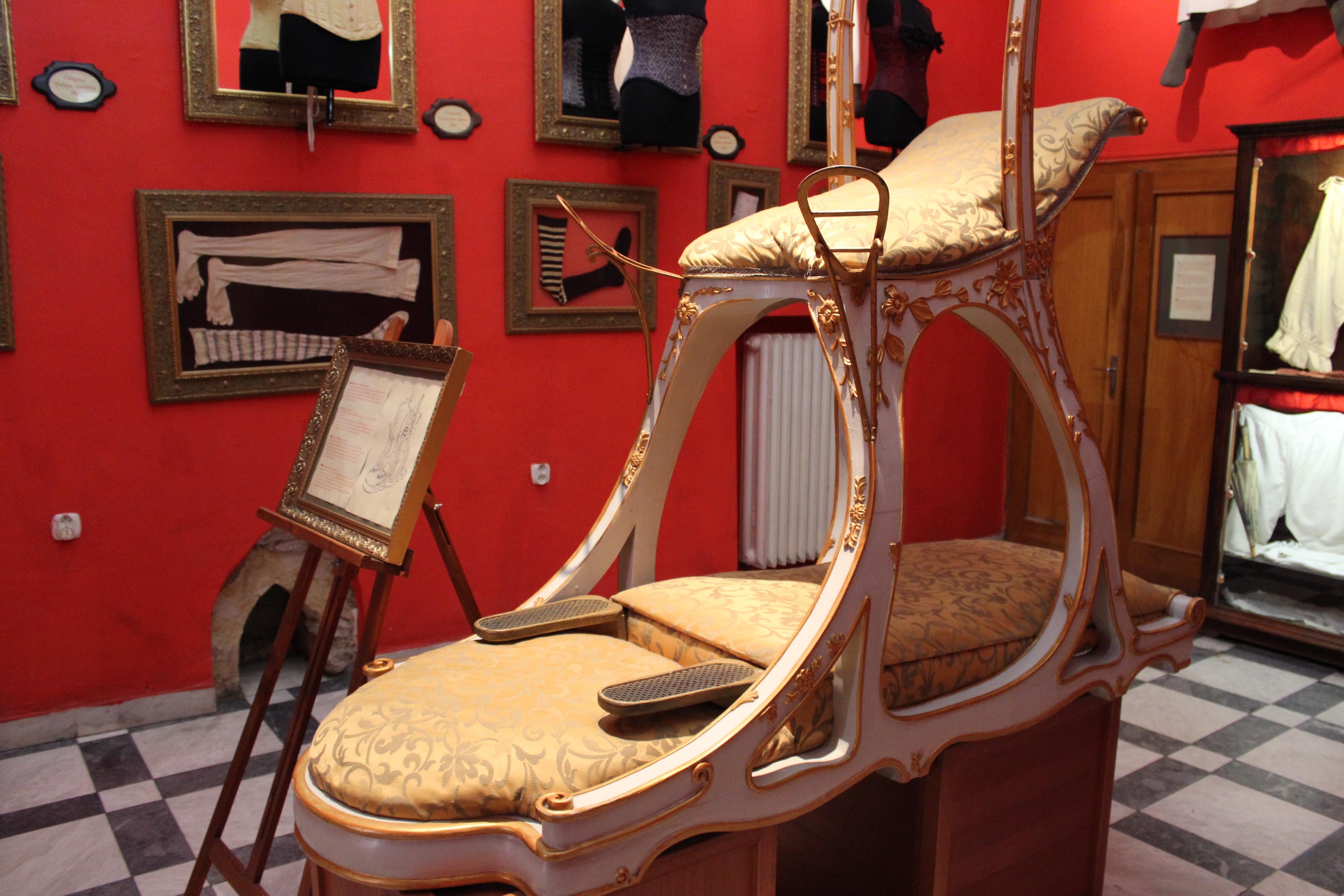 Takýchto a podobných exponátov sú v pražskom múzeu desiatky.