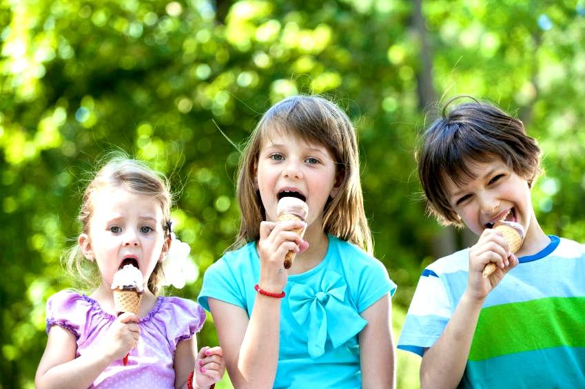 Medzi desiatich najväčších kozumentov zmrzliny patria USA, Nový Zéland, Dánsko, Austrália, Belgicko, Švédsko, Kanada, Nórsko, Írsko a Švajčiarsko. Podľa prieksumov najobľúbenejšou príchuťou je vanilková (29 %), za ňou sa s odstupom držia čokoládová (5 %) a jahodová (3 %). (Foto: archív)