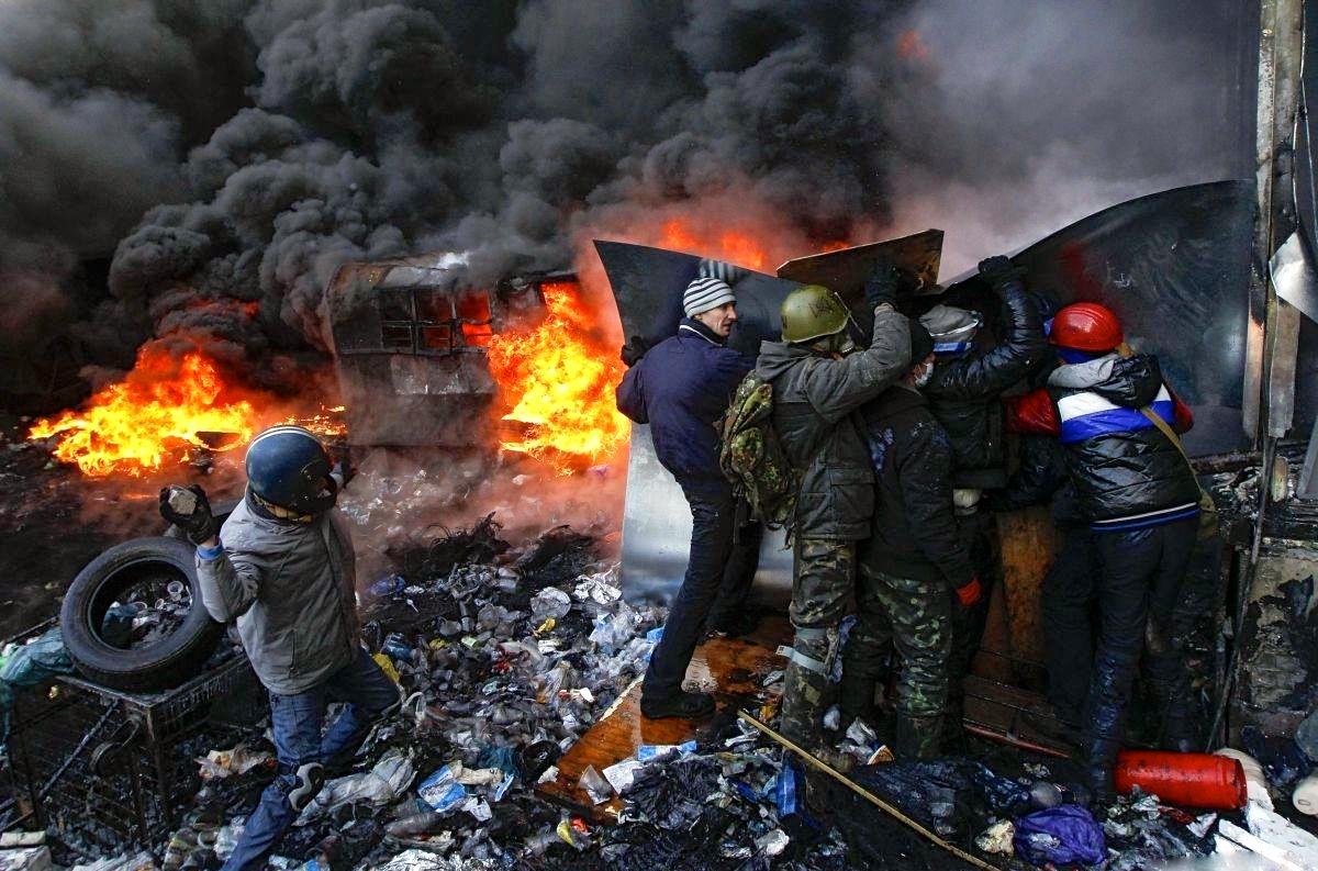 Všetko sa začalo na kyjevskom Majdane, kde režiséri ukrajinského prevratu zinscenovali ľudové povstanie. (Foto: archív).