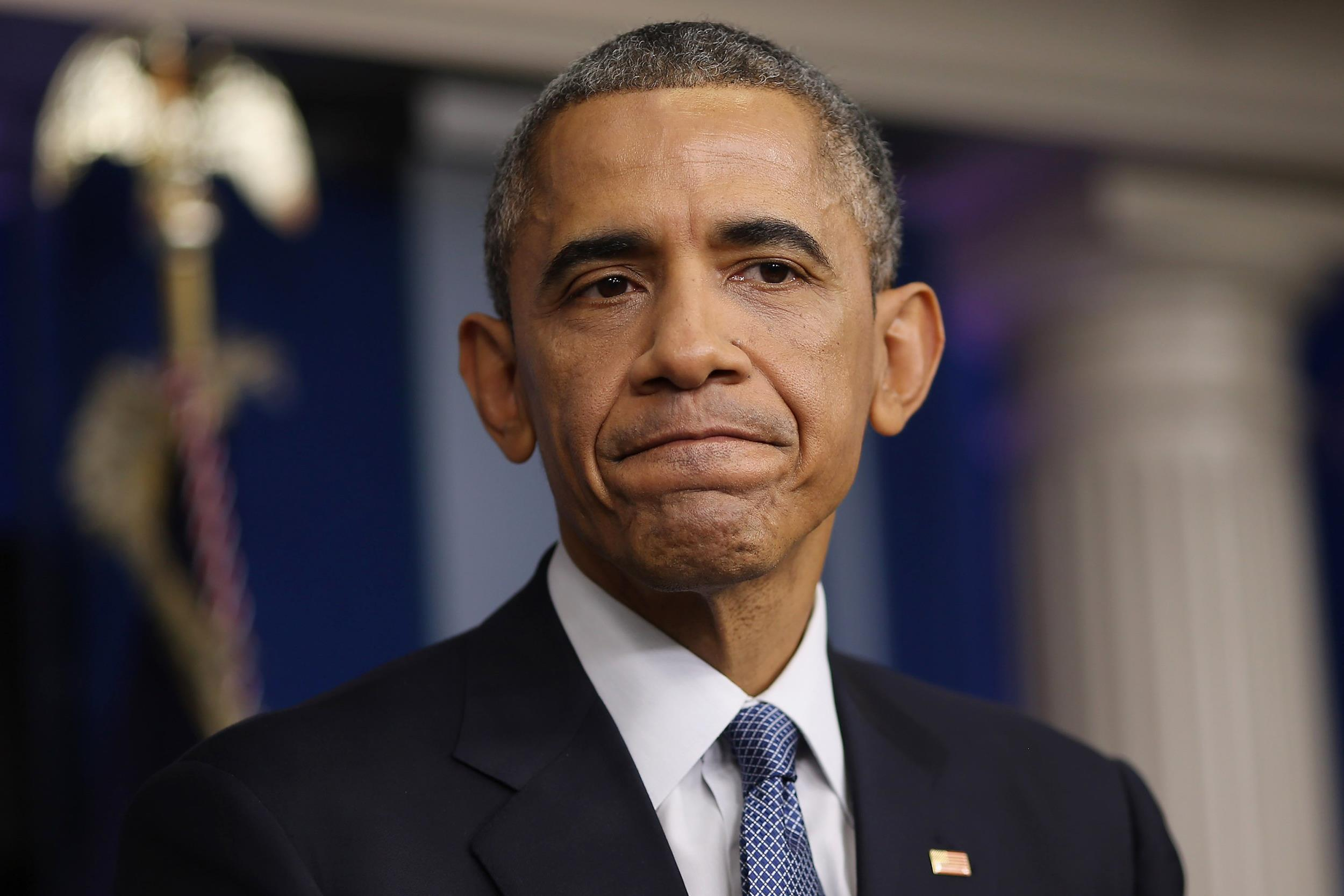 Obamovo pôsobenie vo funkcii prezidenta Spojených štátov počas dvoch volebných období je fiaskom tak v domácej, ako aj v zahraničnej politike. Dôsledné reformy, ktoré sľúbil Američanom, zostali sľubmi. Na domácej pôde je kritizovaný najmä za nezvládnutú reformu zdravotníctva, za katastrofálnu považujú Obamovi kritici aj migračnú politiku pod jeho vedením. Na popularite mu nepridal ani aktuálny škandál s odpočúvaním európskych lídrov za pomoci americkej tajnej služby. Za Obamovho pôsobenia USA vedome zhoršujú vzťahy medzi Európou a Ruskom, prinútili EÚ k nezmyselnym sankciám voči Rusku, ktoré štáty EÚ poškodzujú, agresiami na Blízkom Východe a v Afrike spôsobili na starom kontinente najväčšiu migračnú krízu od skončenia 2. svetovej vojny. (Foto: archív)