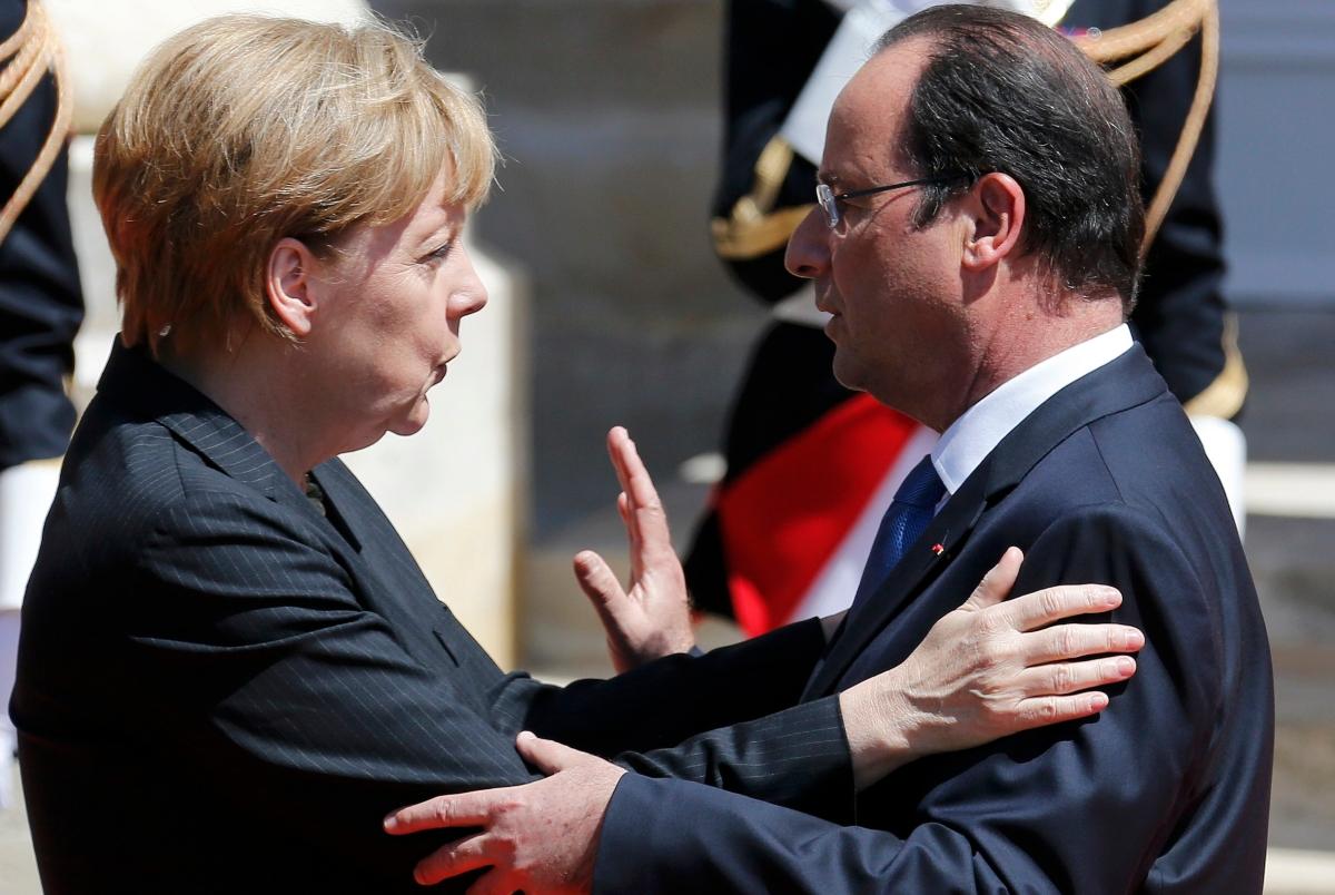Angela Merkelová, ktorá si prisvojila právo pozývať do Európy státisíce migrantov z islamského sveta, teraz vyjadruje solidaritu a kondoluje francúzskemu prezidentovi Francoisovi Hollandovi. (Foto: archív)