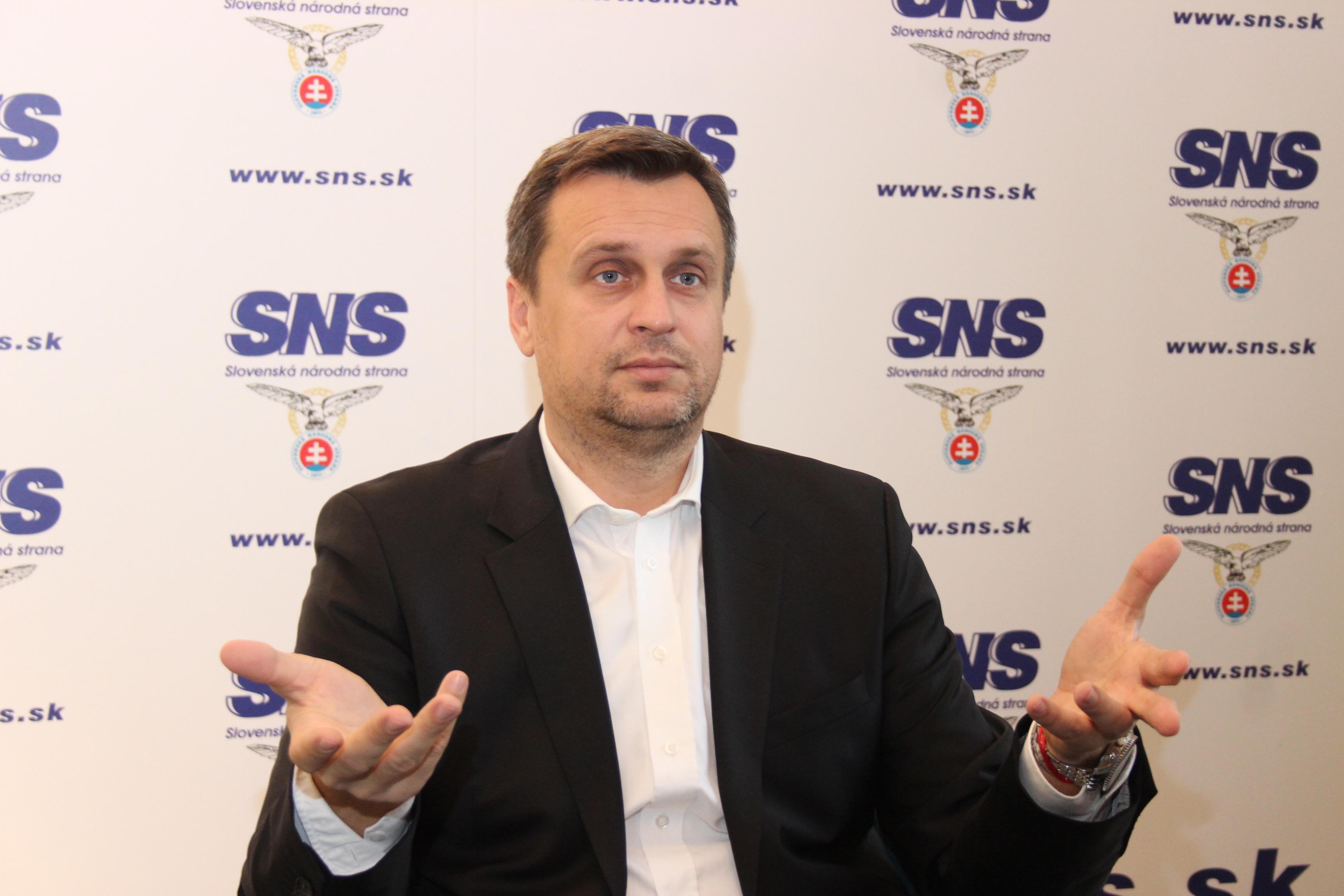 Predseda SNS Andrej Danko považuje predaj podielu Slovenských elektrární za škandalózny. (Foto: Michaela Kolimárová)