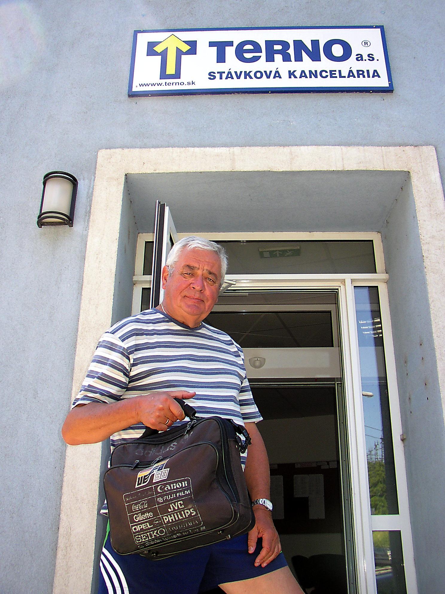 V čase, keď pracoval v stávkovej kancelárii Terno.  (Foto: Pavel Kapusta)