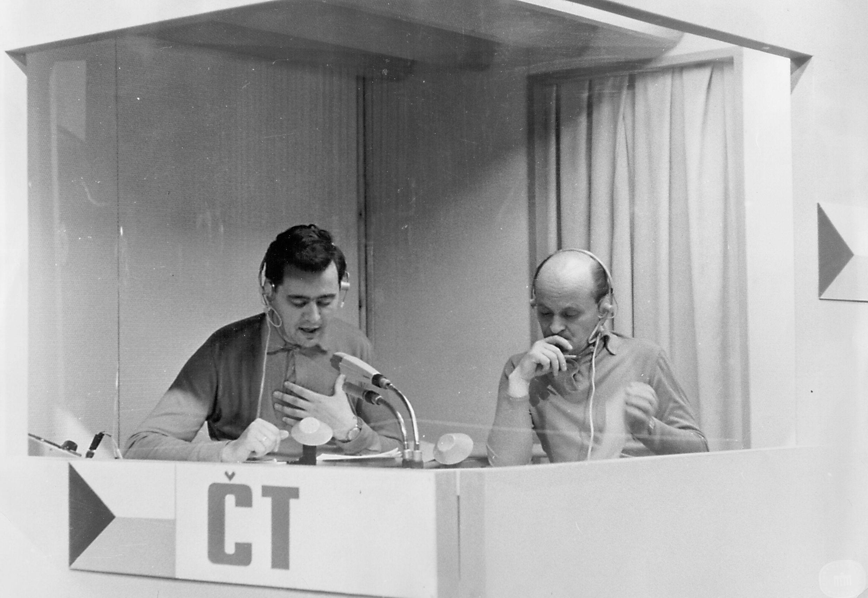 Dvojica Polák - Zouhar počas komentovania priameho prenosu z Olympijských hier 1964 v Tokiu. (Foto: archív)