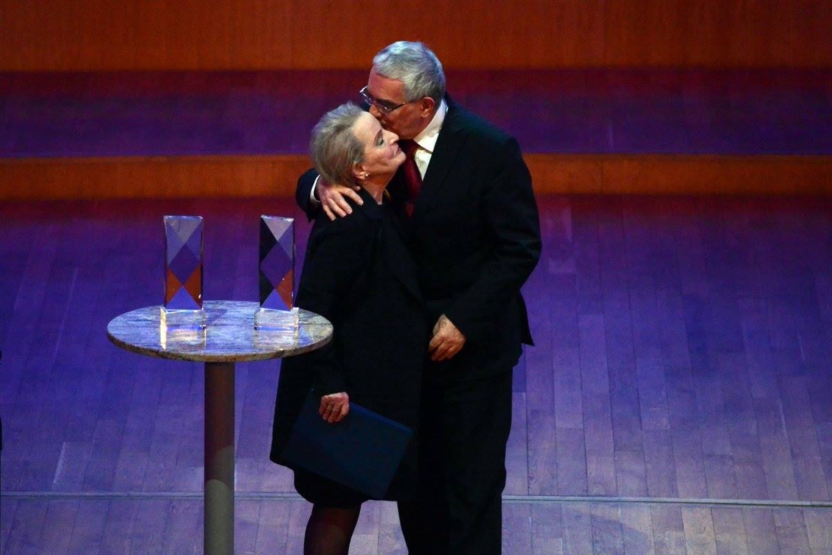 Bútora pri odovzdávaní ceny Albrightovej. (Foto: archív)