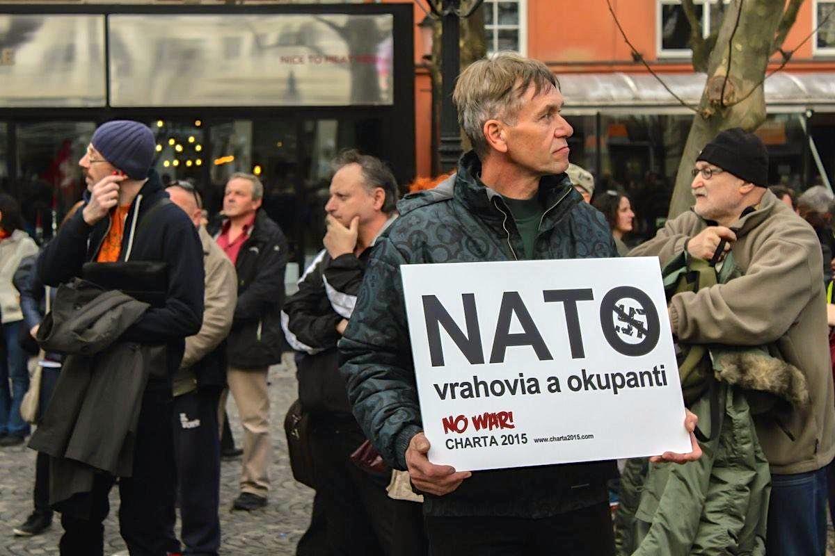 Vojenský pakt NATO má medzi obyvateľmi Slovenska čoraz menšiu obľubu. (Foto: archív)