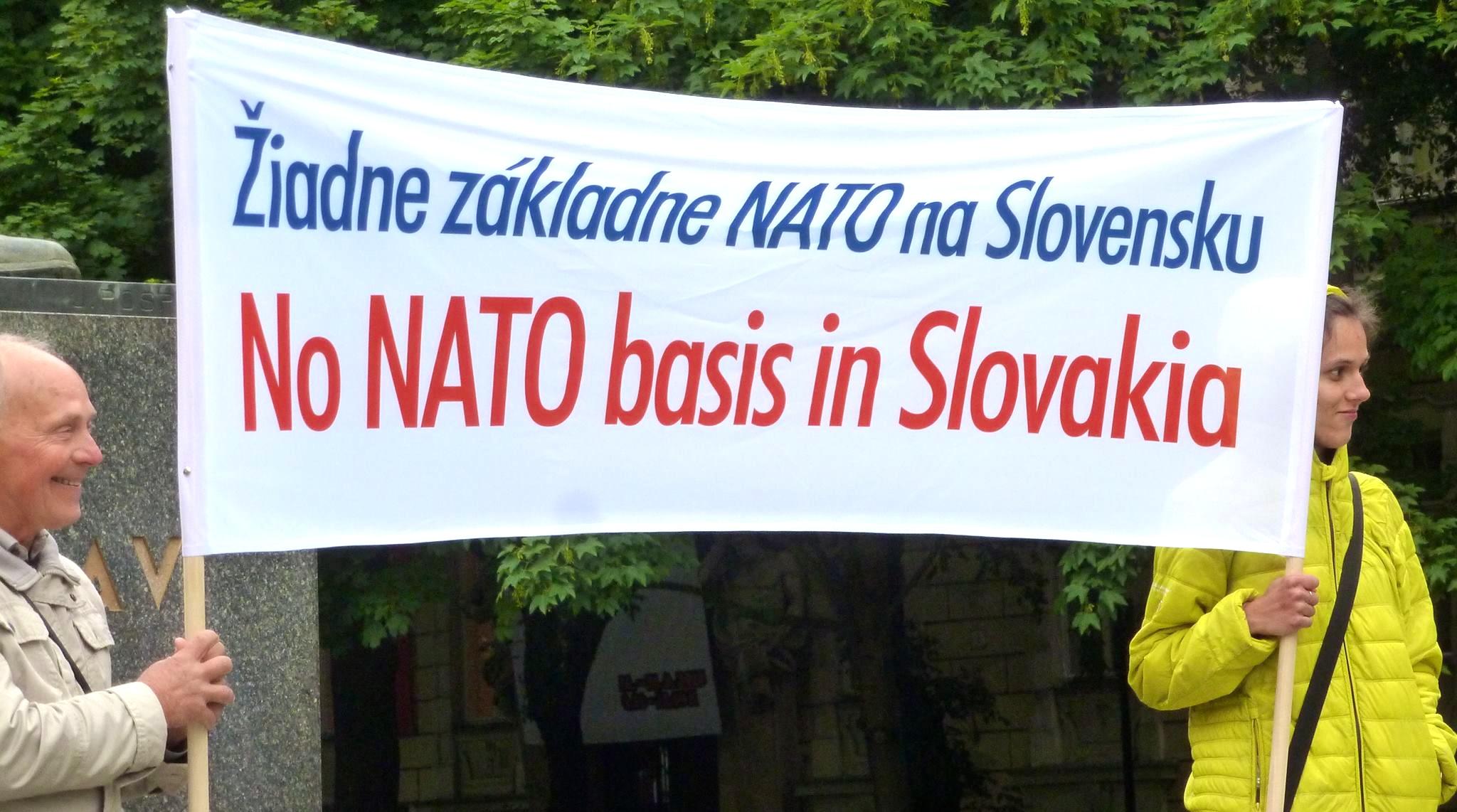 Slovensko bez cudzích vojenských základní? Jednoznačné riešenie: neutralita. (Foto: archív)
