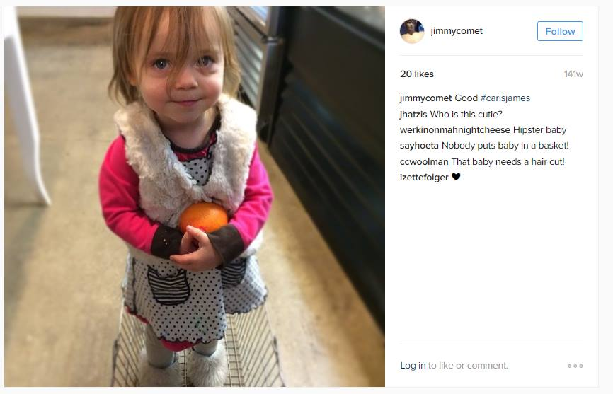 """Alefantisovo """"dievčatko"""". Vedľa komentár, že nik nekladie dieťa do košíka. Ďalší sa pýta, čo je to za dieťa. (Reprodukcia: archív)"""