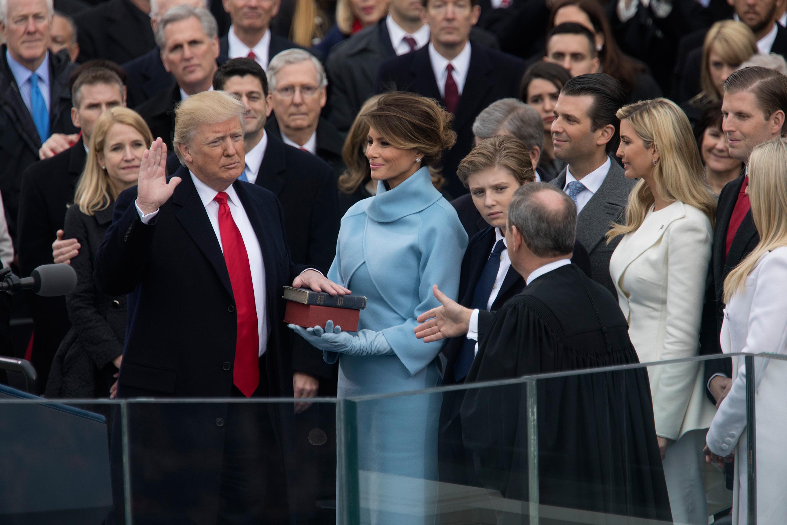 Trump počas slávnostného sľubu. (foto: archív)