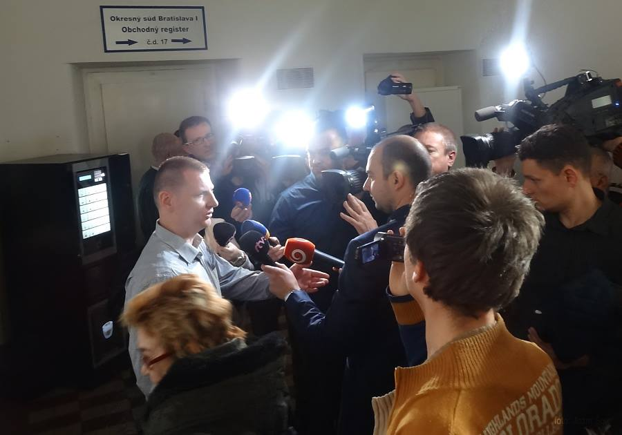 """Marián Mišún je dnes parlamentným asistentom poslanca Ľudovej strany Naše Slovensko Martina Beluského, v minulosti bol mestským policajtom v Trnave. Štefana Potockého sa súdne rozhodnutie netýkalo, keďže sa nezúčastnil ani dovolacieho konania pred Najvyšším súdom. Momentálne sa podľa Mišúna nachádza Ukrajine, kde """"bojuje za to, čomu verí"""". (Foto: archív)"""