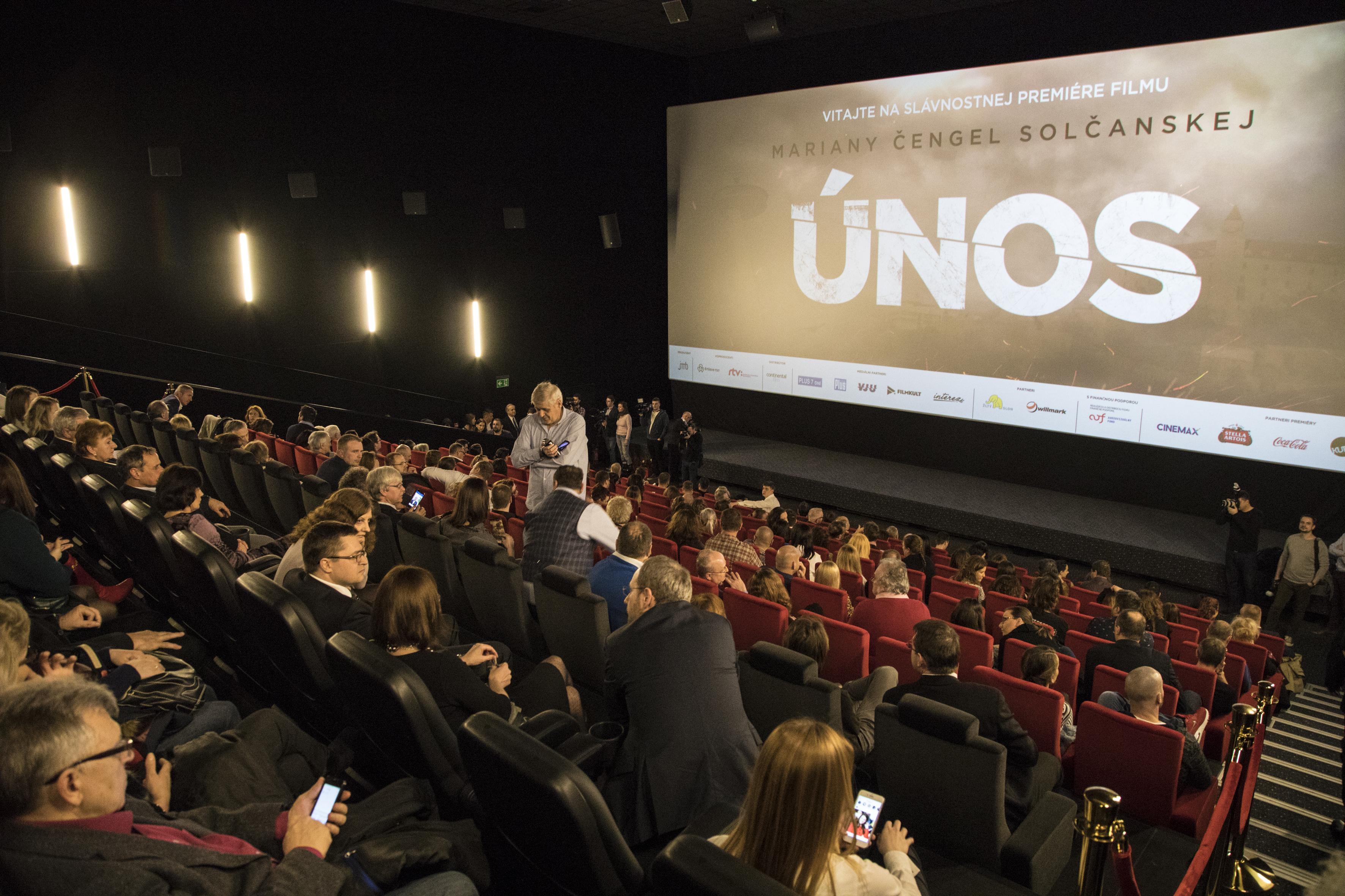 Na premiére filmu Únos sa medzi pozvanými hosťami objavili viaceré pochybné kreatúry typu Eugena Kordu. (Foto: archív)