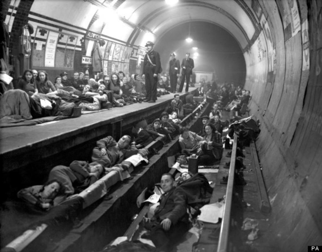 Počas vojny Londýnčania metro využívali aj ako bezpečný podzemný úkryt pred bombarodovaním. (Foto: archív)