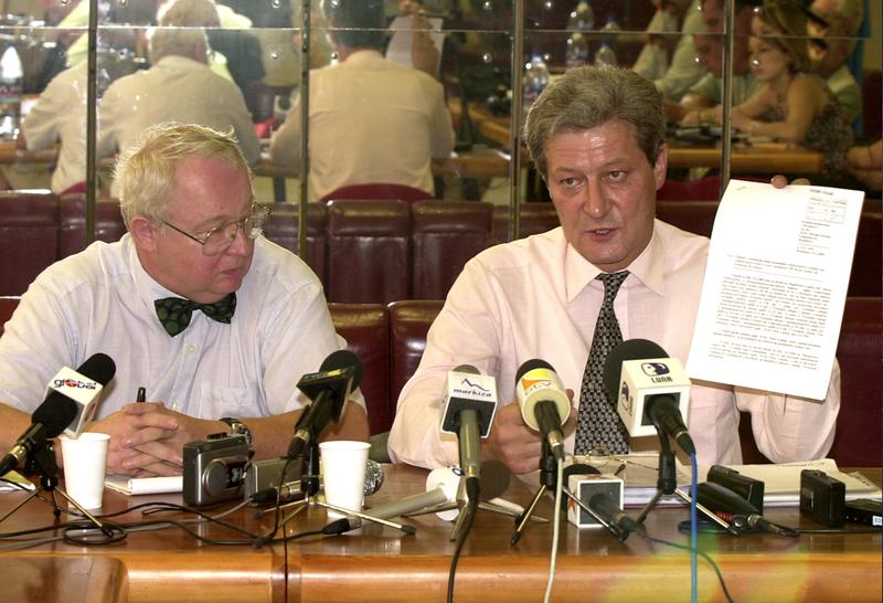 Na snímke Lexovi advokáti Juraj Trokan a Ľubomír Hlbočan (vpravo). Práve Hlbočan bude exriaditeľa SIS po rokoch opäť zastupovať.  (Foto: archív)