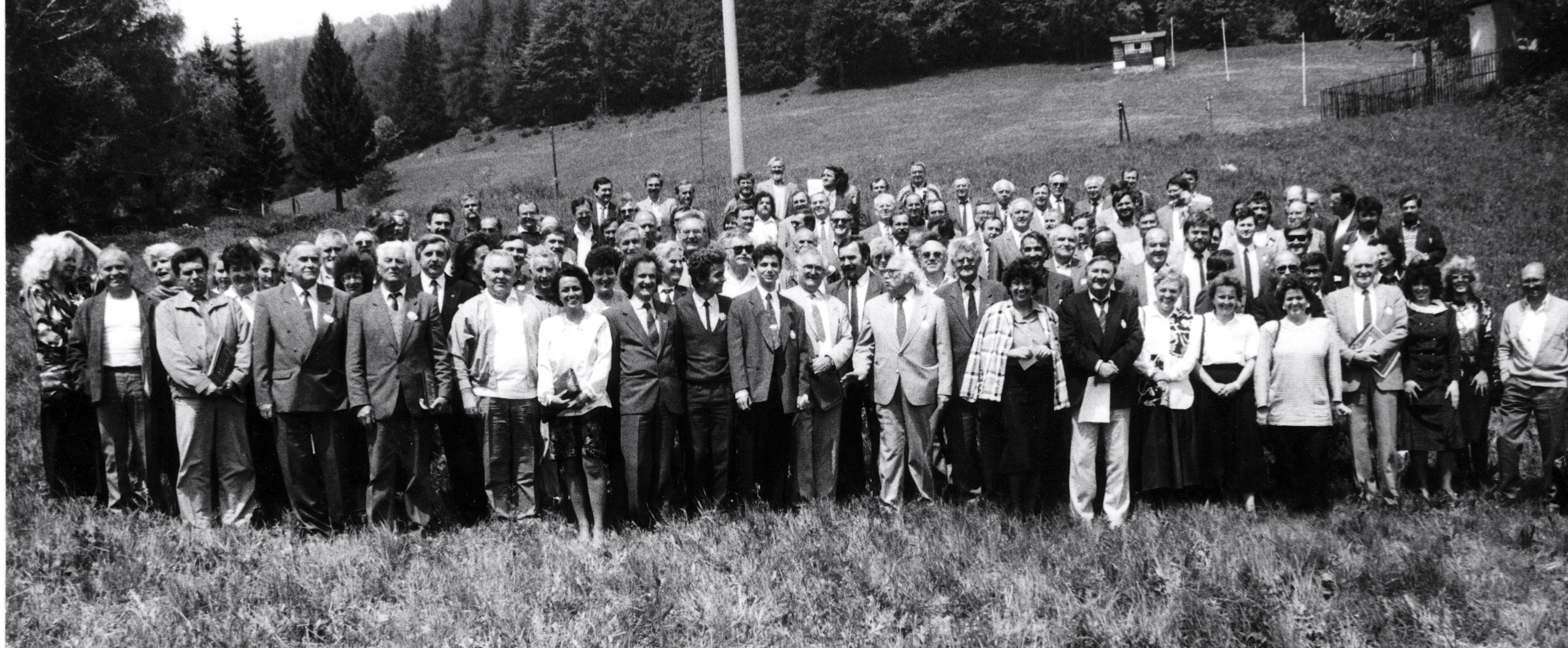 Spoločná fotografia z 30. mája 1992 - prelomové stretnutie slovenskej inteligencie na Donovaloch. (Foto: archív)