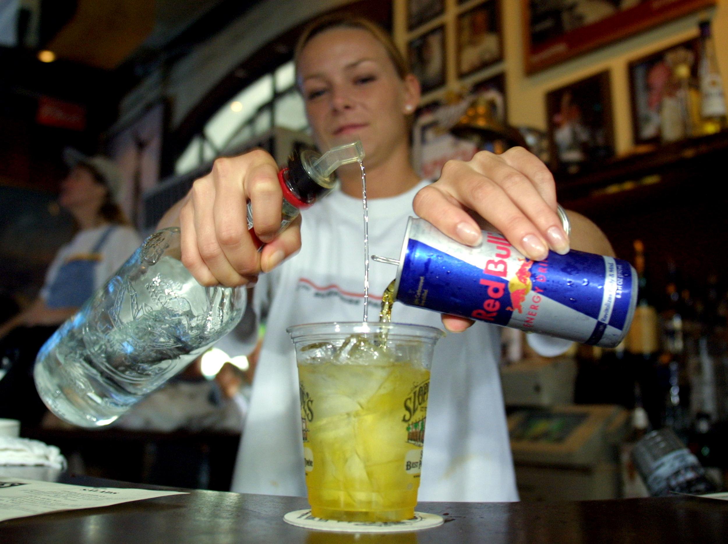 """Mixovanie """"energetiakov"""" a alkoholu je nebezpečné. (Foto: archív)"""