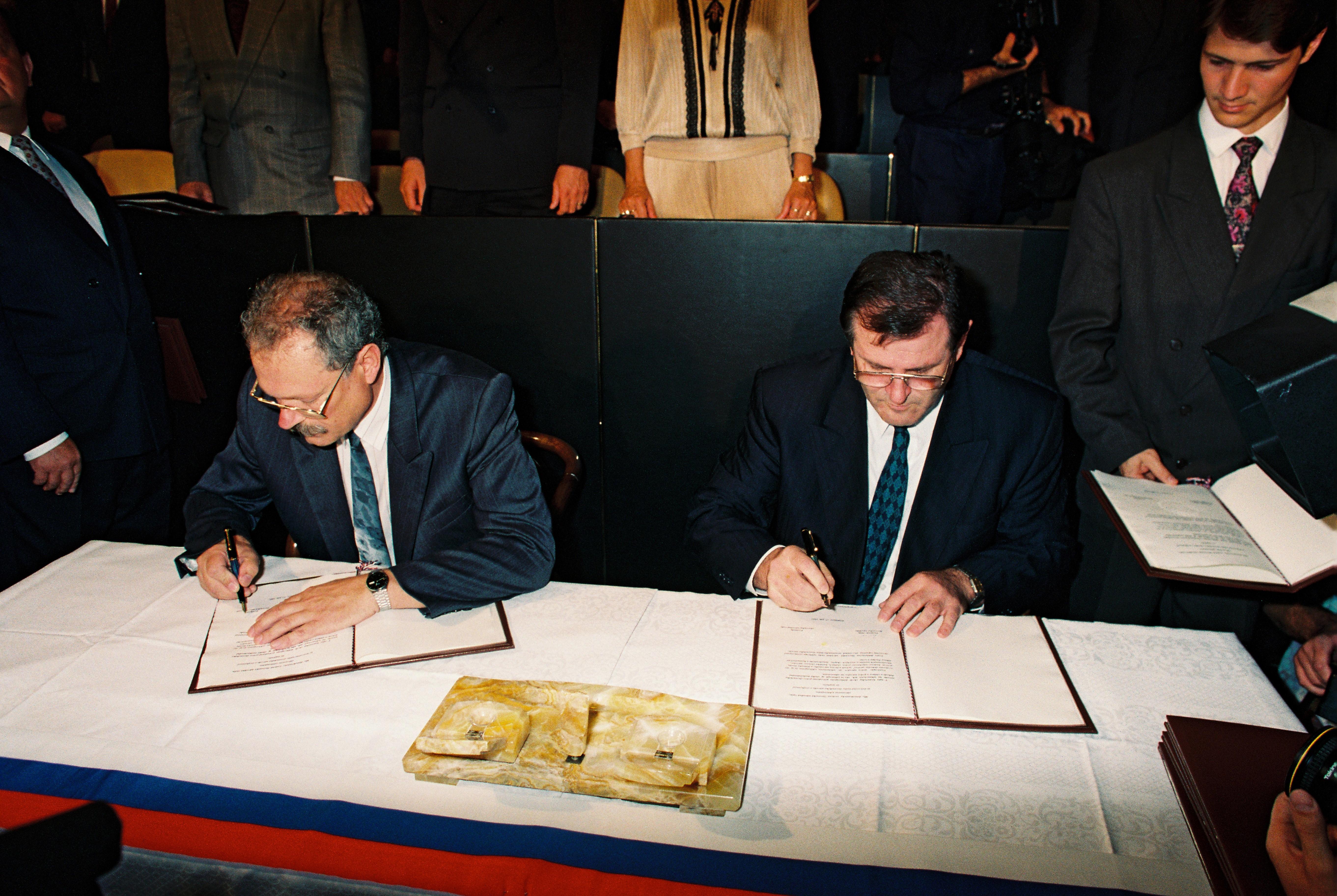 Podpis Deklarácie SNR o zvrchovanosti Slovenska v roku 1992. (Foto: archív)